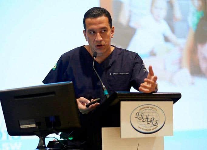 Dr. Otávio oferece treinamento a cirurgião americano