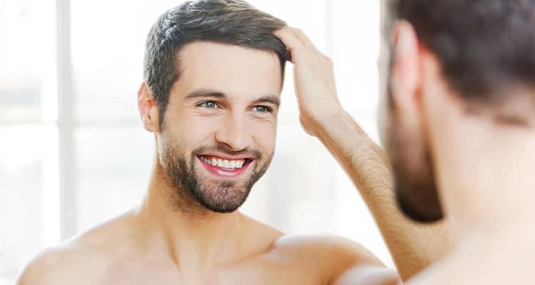 Rapaz que pagou implante capilar masculino preço e está feliz com resultados